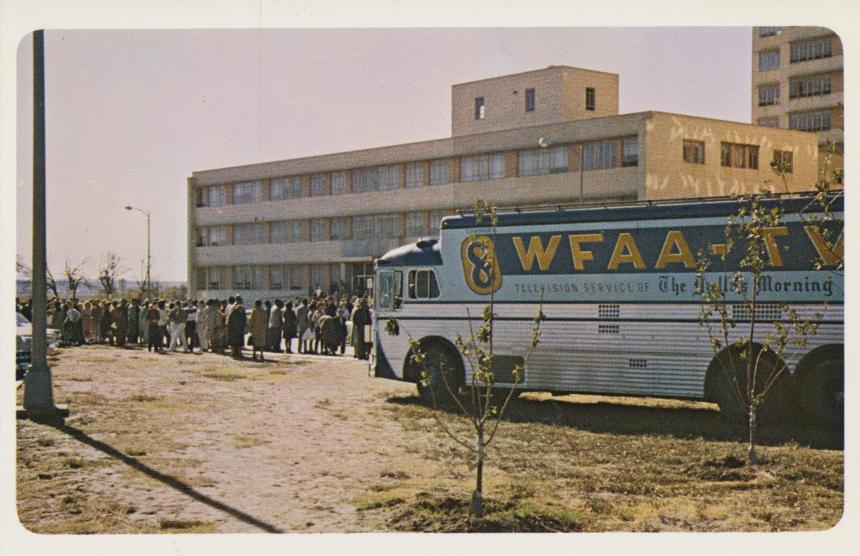 tv-unit-arrives-at-parkland-hospital-dallas-texas_10986321394_o