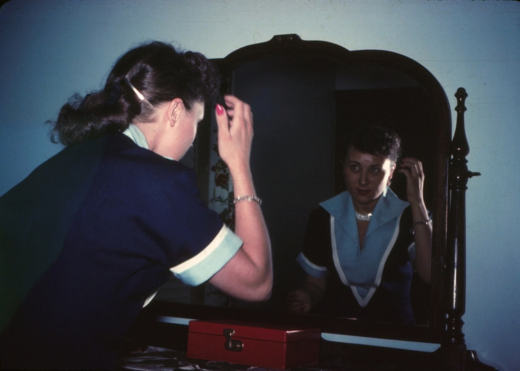 elsie-in-the-mirror_3495353393_o