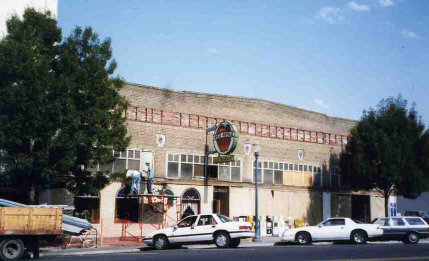 Red Apple restaurant razed, 1999